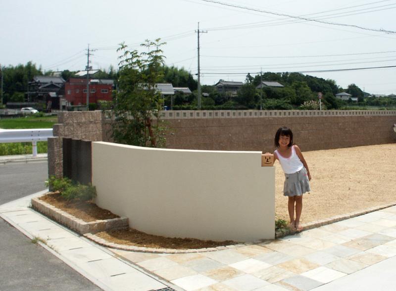 大きい高いアールの壁が印象的、、、、山口市I邸   株式会社ガ ...