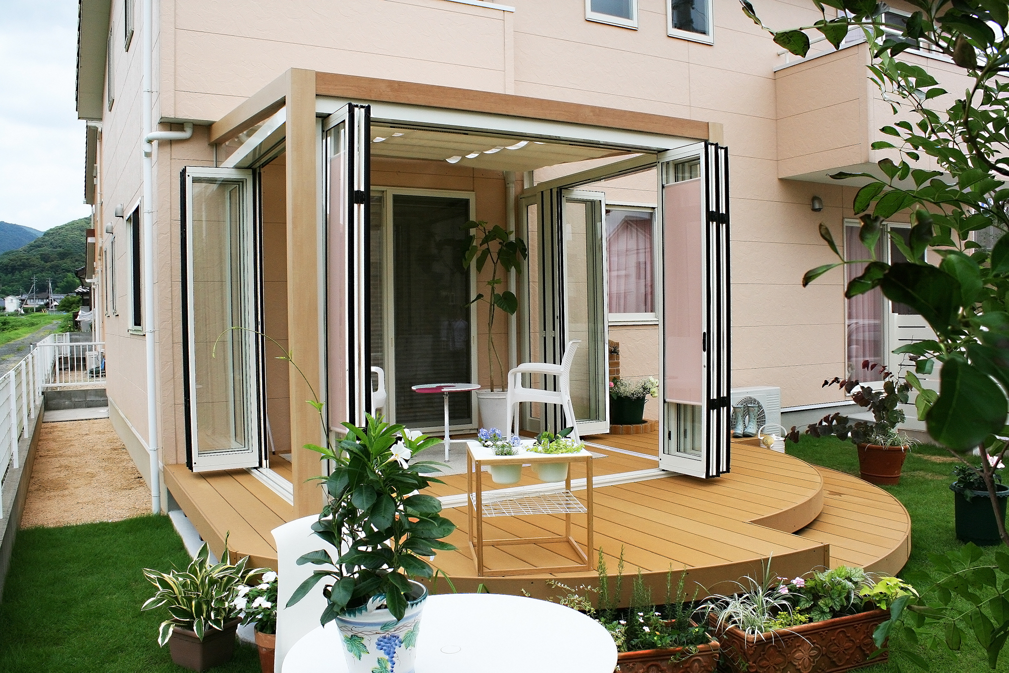 2013LIXILデザインコンテスト入賞作品 ガーデンルーム ジーマ 山口店、宇部店展示中!ガーデンルーム ジーマと人工木材デッキでおしゃれでかわいいガーデン誕生。