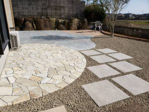 宇部市S様邸 ガーデン工事完成 素敵な石張りのテラス!