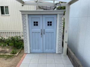 おしゃれ物置 カンナ・フレンチシック【シャビ―ブルー】のある庭 宇部市N様邸